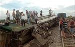 Tầu khách đâm công nông, đường sắt bị ách tắc