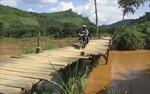 Nơm nớp qua sông Đắk N'Tinh bằng cầu tạm