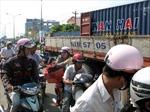 Xe tải mất phanh húc sập 2 nhà dân