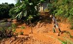 Dừng sản xuất để khắc phục vỡ đập chứa bùn thải ở Yên Bái