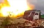 Xem vụ nổ thổi bay xe tăng Ukraine