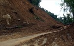 Sạt lở núi chắn ngang đường ở Hà Tĩnh