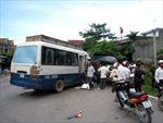 Hai ô tô đâm nhau, ách tắc tuyến đường chính ở Vinh