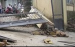 Cổng trường đổ, đè chết một học sinh lớp 3