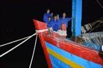 Cứu hộ thành công 11 thuyền viên bị mắc cạn