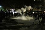Biểu tình biến thành bạo lực ở California