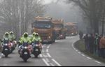 Xem đoàn xe chở mảnh vỡ máy bay MH17 đến Hà Lan