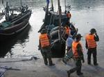 Lật thuyền ở cửa biển Tư Dung, 2 ngư dân mất tích