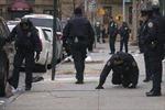 Mỹ bắt hai nghi can nổ súng vào cảnh sát New York