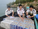 Bắt xuồng máy chở 2.400 bao thuốc lá lậu