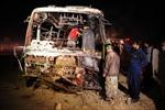 Pakistan: Xe chở dầu đâm xe buýt, 50 người chết