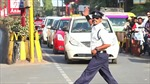 Cảnh sát Ấn nhảy moonwalk điều khiển giao thông