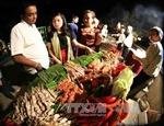 Hà Nội: Giá hàng hóa thiết yếu ngày Tết tăng cao