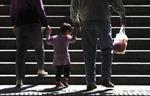 Báo Pháp: Chính sách một con của Trung Quốc để lại hậu quả lâu dài