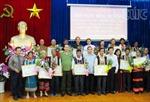 Đồng chí Lê Hồng Anh biểu dương người có uy tín đồng bào dân tộc