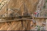 Rùng mình trên con đường nguy hiểm nhất thế giới