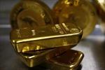 Giá vàng chịu tác động, giá dầu bị 'nhấn chìm',