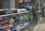 TPHCM: Cháy shop thể thao, dân hốt hoảng di dời tài sản
