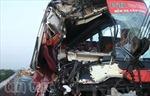 Xe khách húc xe tải trên cao tốc, 10 người thương vong