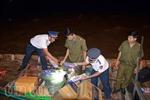Cảnh sát biển bắt tàu chuyển 6.000 bao thuốc lá lậu