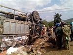 Xe máy lọt gầm đầu xe tải, người phụ nữ tử vong
