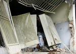 TPHCM: Xe ben mất lái tông sập nhà dân