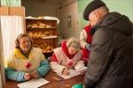 Ấm lòng ổ bánh mì cầm tay ở Đông Ukraine