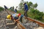 Thông đường sắt Bắc-Nam sau sự cố tàu trật bánh ở Quảng Nam