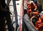 Đưa ngư dân bị tai nạn trên biển vào đất liền an toàn