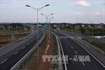 Phú Thọ: Dân vẫn 'đua nhau' phá rào đi qua đường cao tốc