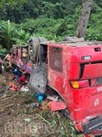Xe khách lao vực, 1 người chết, 7 người bị thương