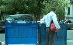 Dân Hy Lạp bới thùng rác tìm thức ăn