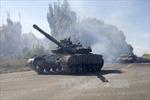 Ukraine bắt đầu rút xe tăng và pháo ở miền Đông