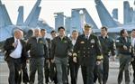 Thủ tướng Nhật Bản lần đầu thăm tàu sân bay Mỹ
