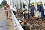 Sửa xong đoạn đường sắt bị xà lan đâm lệch trên cầu Bình Lợi