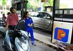 Giá xăng tiếp tục giảm hơn 370 đồng/lít