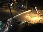 Dầm cầu khổng lồ rơi ngang đường Trần Duy Hưng