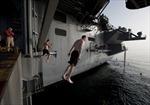 """""""Bể bơi hạng sang"""" của hải quân Mỹ"""