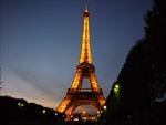 """Tháp Eiffel """"khoác áo mới"""" mỗi đêm"""
