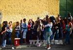 Venezuela phát hàng nghìn tấn lương thực cho dân