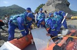 Tàu thủy chở khách Trung Quốc lật trên sông Dương Tử