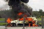 Xe du lịch cháy dữ dội trên cao tốc Long Thành – Dầu Giây