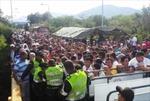 Người Venezuela đổ xô sang Colombia mua nhu yếu phẩm