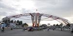 Cổng chào năm mới che trụ đèn giao thông