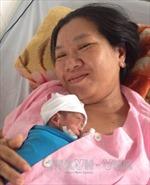 Cứu sống 2 bé sinh non nặng dưới 800gr kèm suy hô hấp nặng