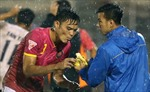 Cầu thủ V-League tái hiện pha ăn chuối kinh điển của Man United