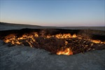 'Cổng địa ngục' cháy rừng rực hơn 40 năm không tắt