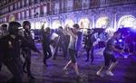 Làm loạn thành Madrid, 8 CĐV Leicester bị cảnh sát Tây Ban Nha bắt giữ