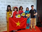 Cờ Việt Nam liên tục tung bay trong lễ vinh danh tại Diễn đàn Giáo dục toàn cầu