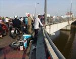 Đâm vào thành cầu Nguyễn Văn Cừ, nam thanh niên 'bay' xuống kênh mất tích